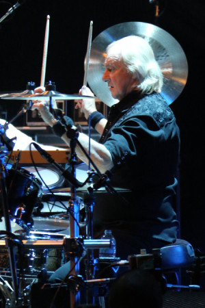"""Alan-White-photo-by-Glenn-Gottlieb-hr-e1460115506177 YES to play """"Fragile"""" and """"Drama"""" in their entirety on UK tour in April / May"""