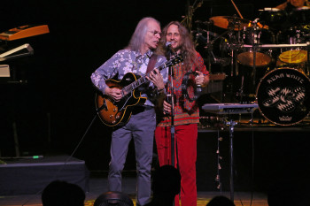 """Steve-Howe-Jon-Davison-photo-by-Glenn-Gottlieb-hr-e1460114818813 YES to play """"Fragile"""" and """"Drama"""" in their entirety on UK tour in April / May"""