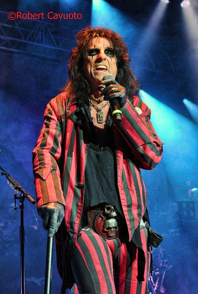 alice-cooper_1 Rock Vault – – Alice Cooper - Alcohol and Drugs Kept Me From Making More Hit Records!