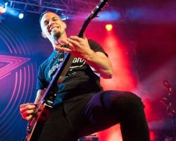 2406010178 Alter Bridge - Carrying the Torch for Rock n' Roll in Stroudsburg, PA on May 11th, 2017