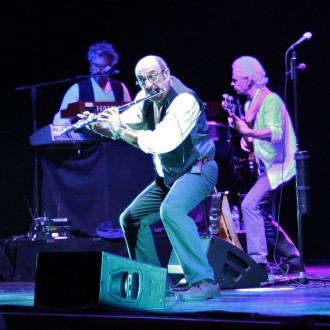 Ian Anderson & band 09 Guild 8.5 Photo by Martin Webb