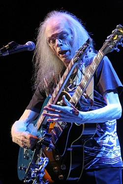 Steve Howe 12 string photo by Glenn Gottlieb hr