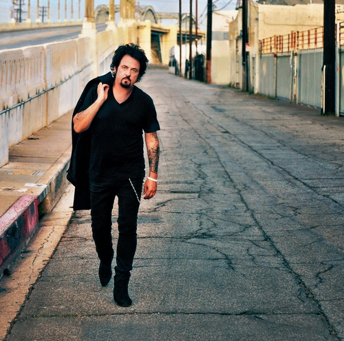 Steve-Lukather-01-credit-Rob-Shanahan