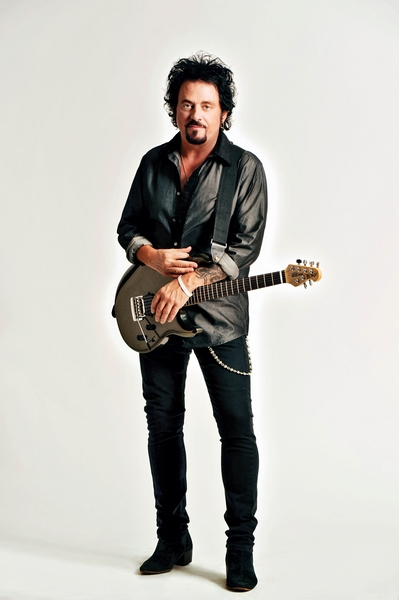 Steve-Lukather-02-credit-Rob-Shanahan