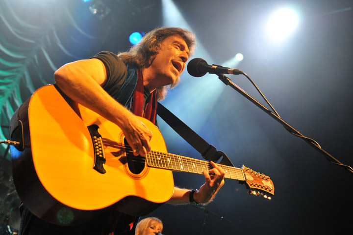 Steve-HAckett-acoustic-by-Carey-Brandon-152-copy-2 Steve Hackett - The Night Siren is My Most Ambitious CD to Date!