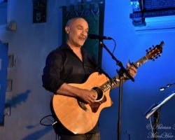 39494026 Dan Reed, Solo Acoustic, live at St Pancras Old Church, London, September 14 2017