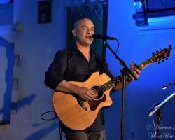 951547992 Dan Reed, Solo Acoustic, live at St Pancras Old Church, London, September 14 2017