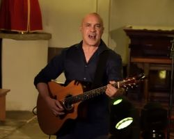 1500986024 Dan Reed, Solo Acoustic, live at St Pancras Old Church, London, September 14 2017